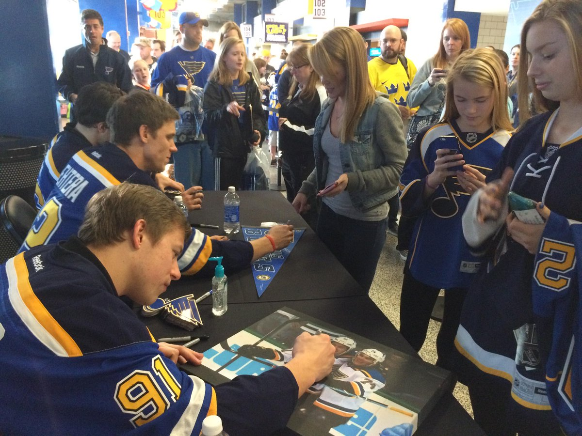 St Louis Blues On Twitter Players Signing Autographs For Season Ticket Holders At Todays Holiday Party Tco BQrAwCHDAN
