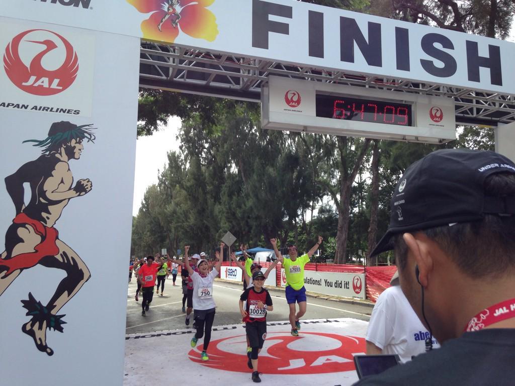 来たー!!!! モッチーついにゴールー!!! 初フルマラソン初完走!!   #JALホノルルマラソン http://t.co/oTX1Uf5wzf