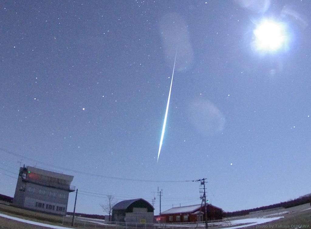 月明かりに負けない特大の流星も現れました! http://t.co/SEcVxRh9GF