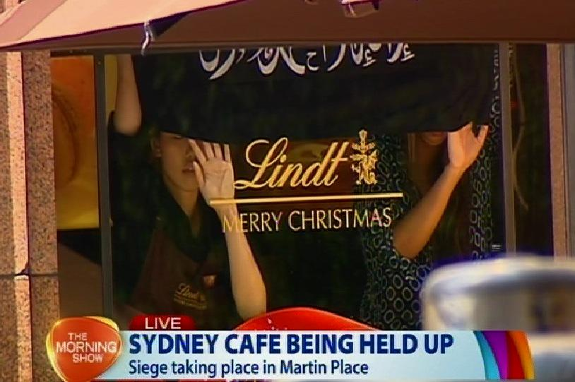#Australia latest: Hostage situation inside a cafe in #Sidney. Hostages holding alleged #ISIS flag Via @AleksDevic:http://t.co/GA5mWnd6Wr