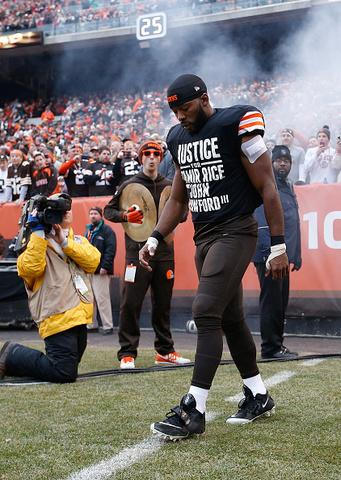 CLE Police Union demands apology from @Browns for Andrew Hawkins shirt supporting #TamirRice http://t.co/dtypesQxMT | http://t.co/fbWU7wcEX6
