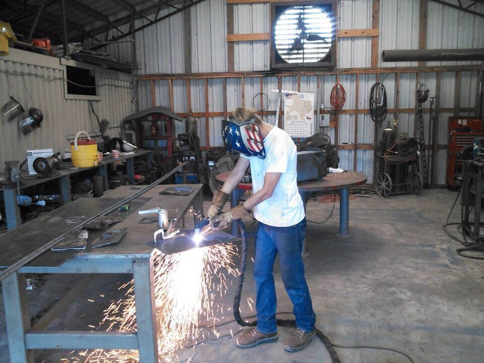 18 yr old learning plasma cutter #makered #txeduchat Give them  tools, will create & build it. Cert can earn $75K http://t.co/kkOXgIHsqa
