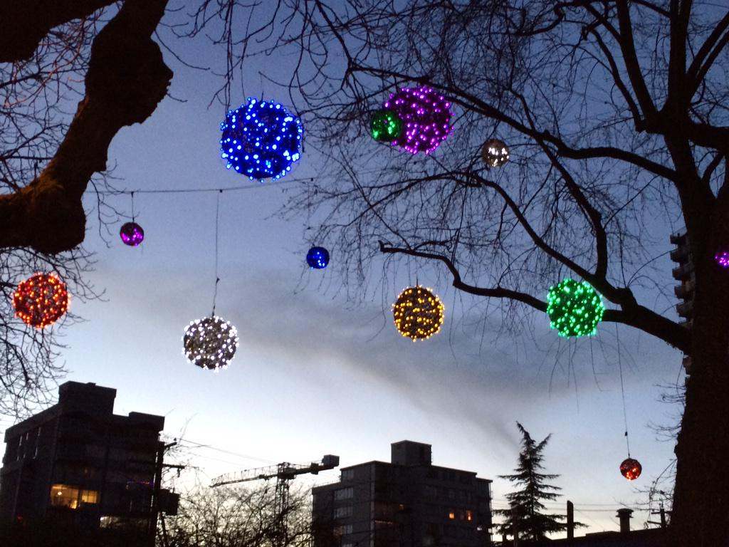 Something new to the neighborhood  in the @FabulousDavie that is #Vancouver at #ChristmasTime @WestEndBIA http://t.co/gefmR2Gip9