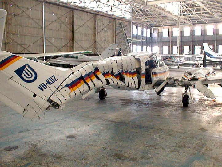 接触事故etcでぶっ壊れた飛行機の写真集。プロペラ機に接触されて胴体が千切りにされた飛行機の写真が結構ゾワゾワする。 http://t.co/2uaJwd73QY http://t.co/9RmqfXnEGd