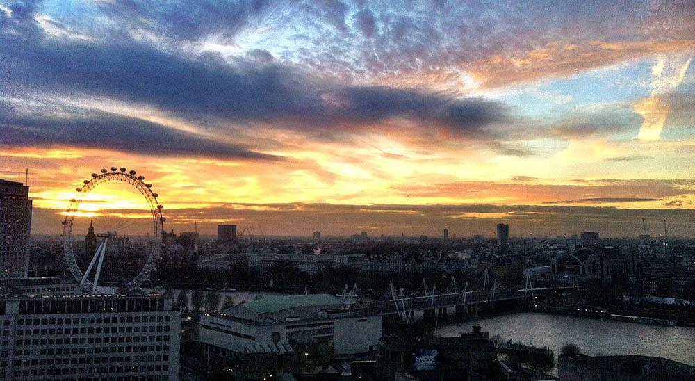 Striking sunset across London this afternoon http://t.co/DSNmqtsleK