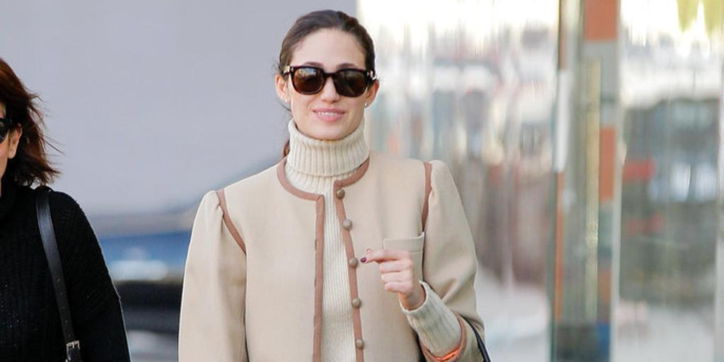 Yes, @emmyrossum, yes. THIS is how you wear a turtleneck:  http://t.co/cflC0F8nFK http://t.co/0tLZXLAxQk