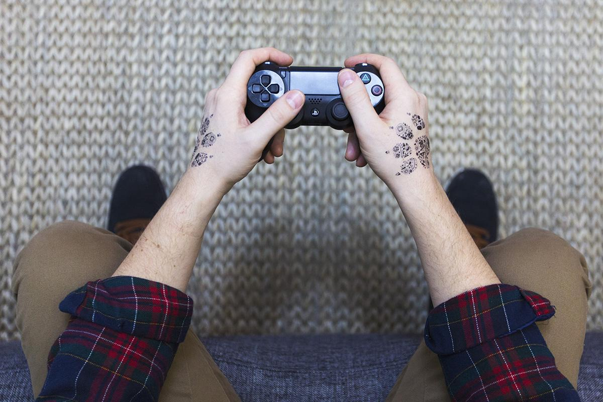 Our friend @Naughty_Dog left a mark with fans at the @PlayStation Experience w/ #customtattly! http://t.co/6pmUqTuLap http://t.co/cHXJtFUimw