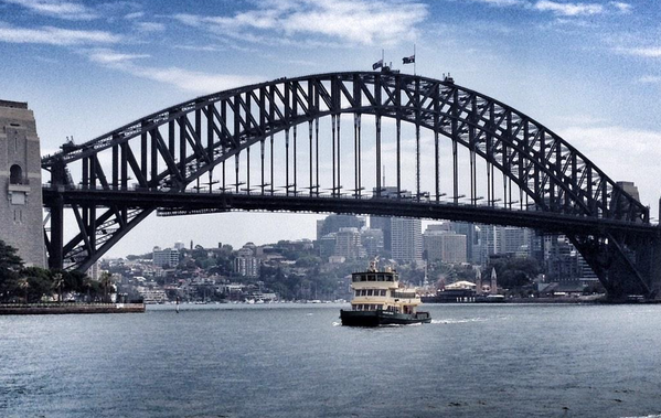 A nation in mourning. Australian flags fly at half mast atop the Sydney Harbour Bridge, in wake of the #sydneysiege. http://t.co/hvjRWoc2oz