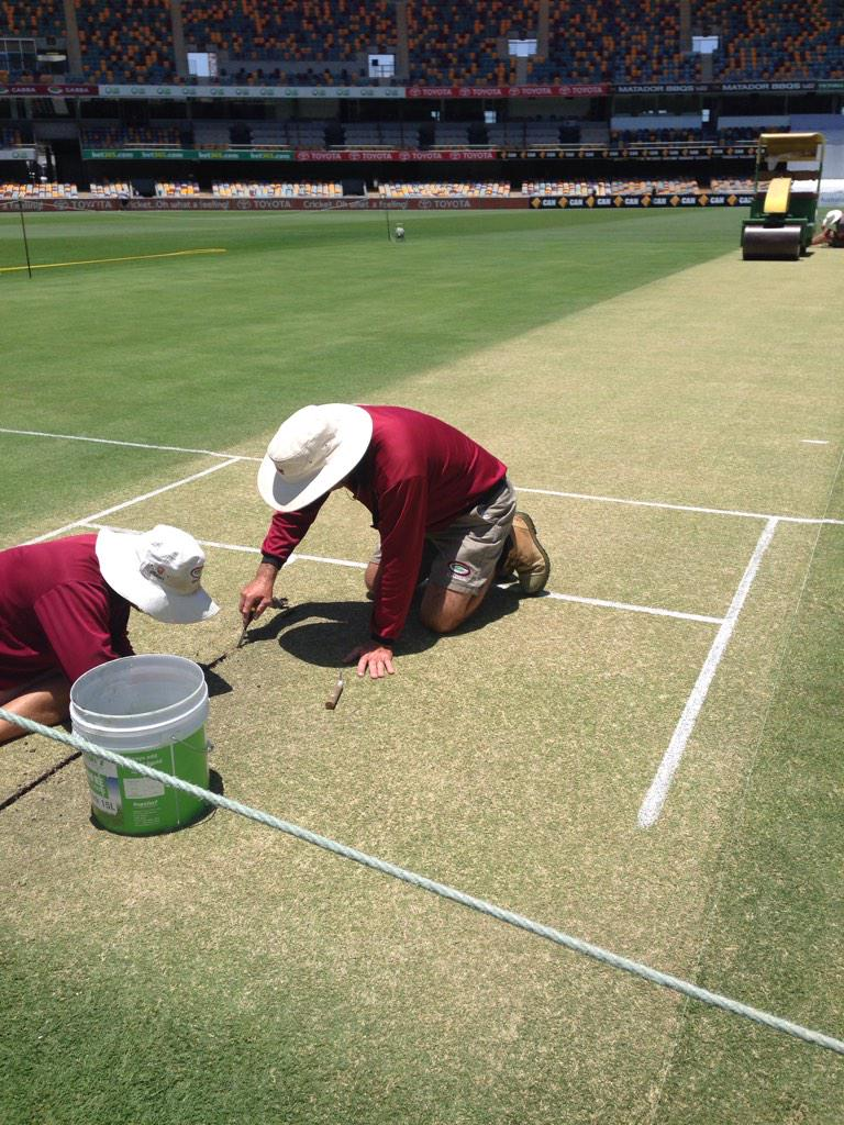 "As a wise man once said about the Gabba pitch, ""Don't look down, look up."" #AUSvIND #GreenTop http://t.co/YygtmuSVIS"