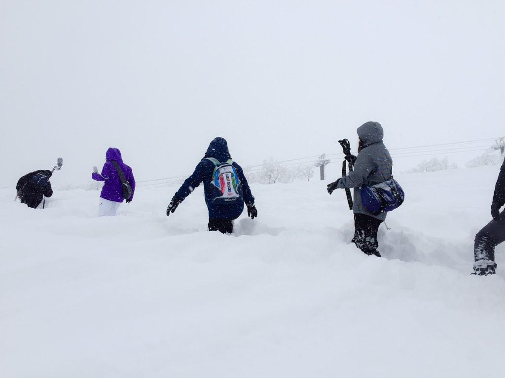 えーっと。。。 powder snowのお山を登ってます http://t.co/aq4r9TfZDq
