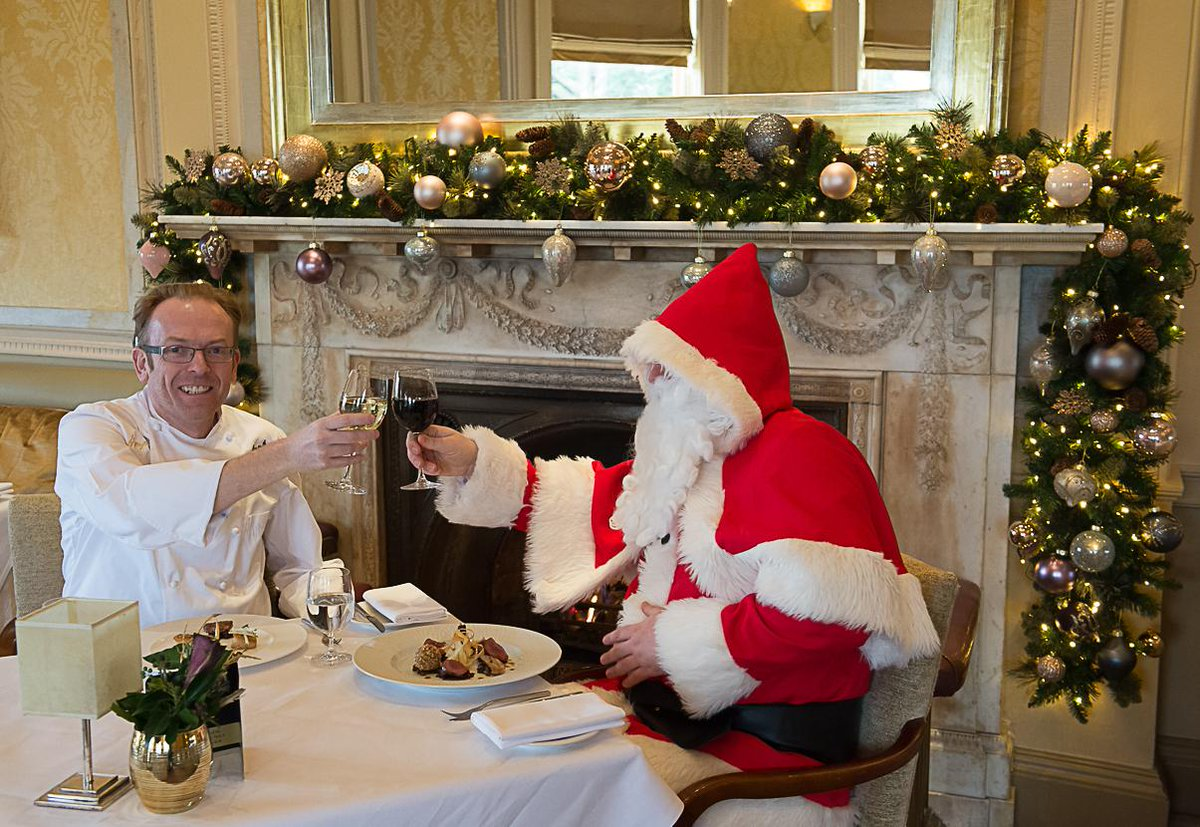 Look who popped in to try Humphry's Xmas Menu! For the chance to win Lunch for 2 follow @HumphrysSP & retweet this! http://t.co/b1sudU1Kk0