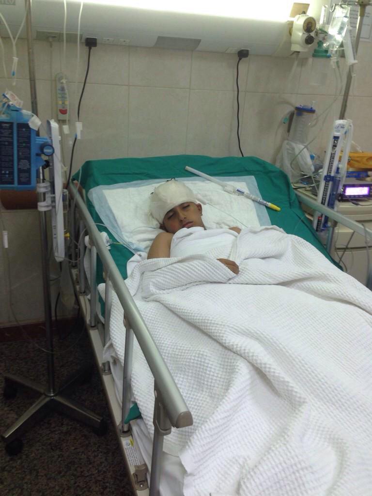 """#عبدالعزيز_راشد_العازمي  المناشده انسانيه   نناشدكم بسرعة علاجه فيه ورم بالراس   عمره ١٠ سنوات وفي مستشفى مبارك http://t.co/i0scOQy3Kg"""""""
