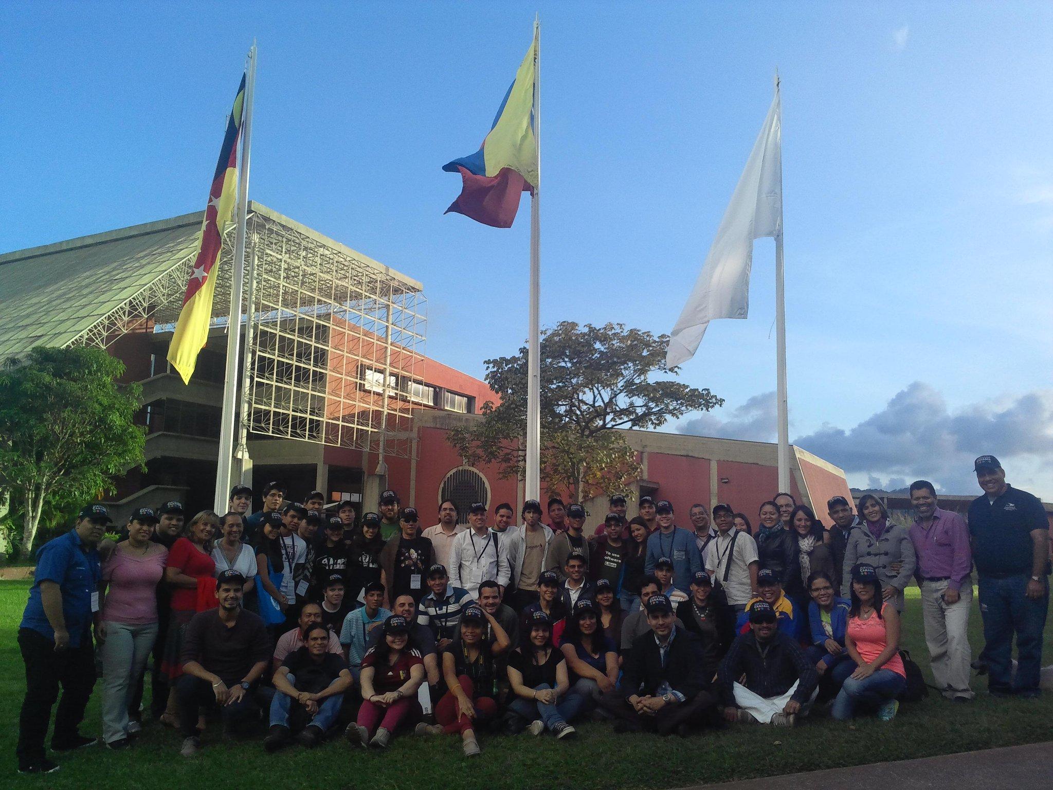 Colectivos Pro software libre e institucion en las instalaciones del IDEA