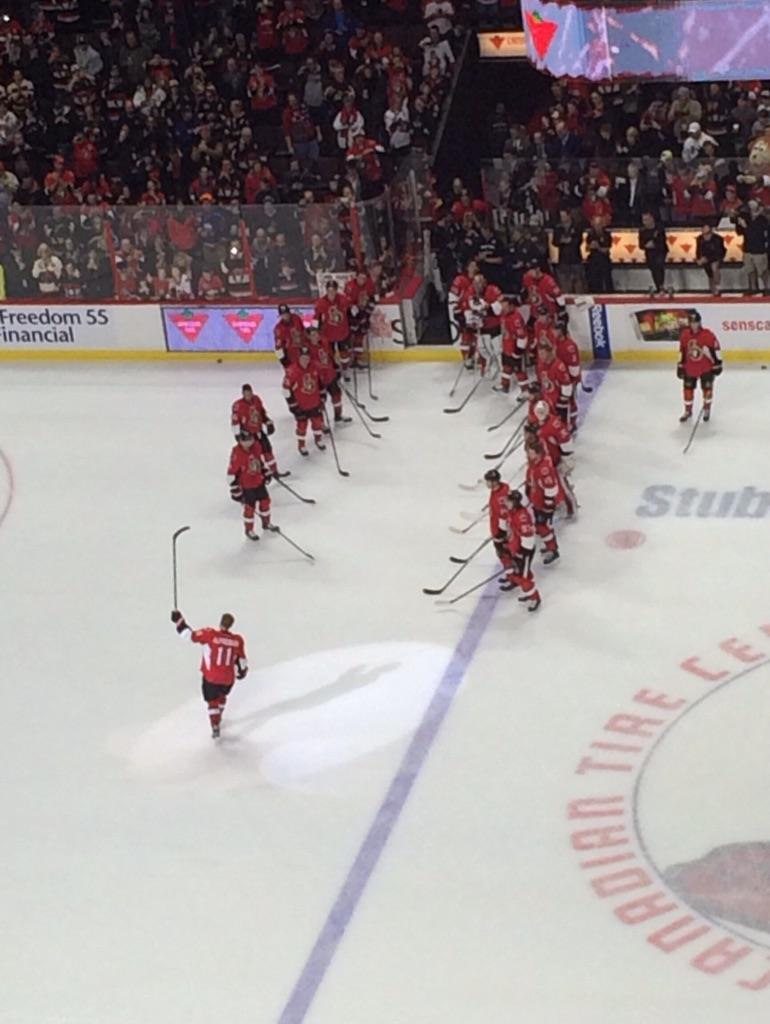 Number 11 salutes the crowd as he leaves his final warmup. #Sens http://t.co/V0E7YUtXzY