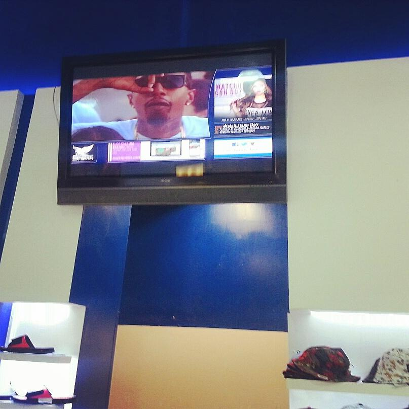 Just spotted the homies  @LoveLianeV  ft. @OGE_Mucho  in her video playing in sheek shoes BURBANK!!! #DOPE http://t.co/W3d3hkSXBV