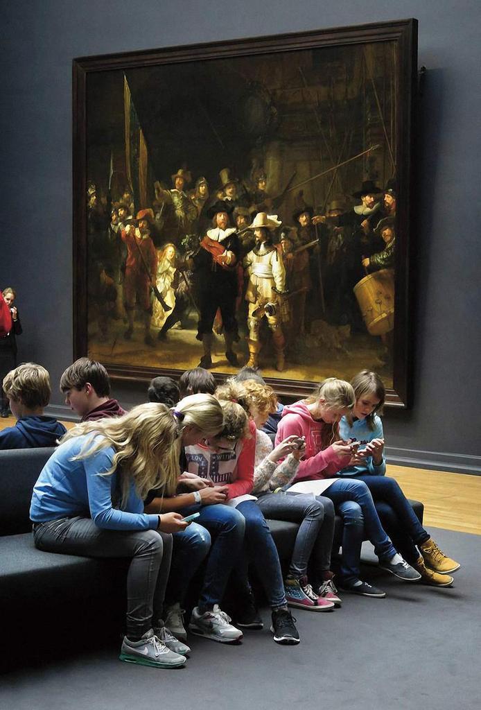 Això és decadència, diuen. Es veu que abans dels mòbils tots els nens estàvem extasiats amb el barroc del s. XVII. http://t.co/EwZAX6N5yT