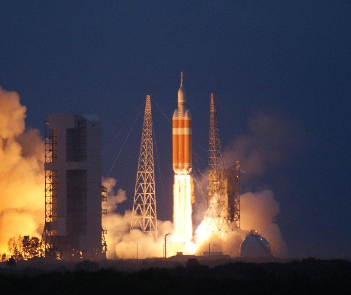 messenger spacecraft lift off - HD1200×800