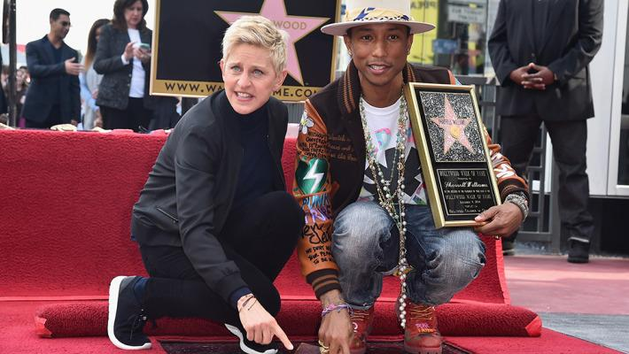 Pharrell Williams a son étoile sur le Hollywood Walk of Fame de Los Angeles (crédit : Twitter / BFMTV)