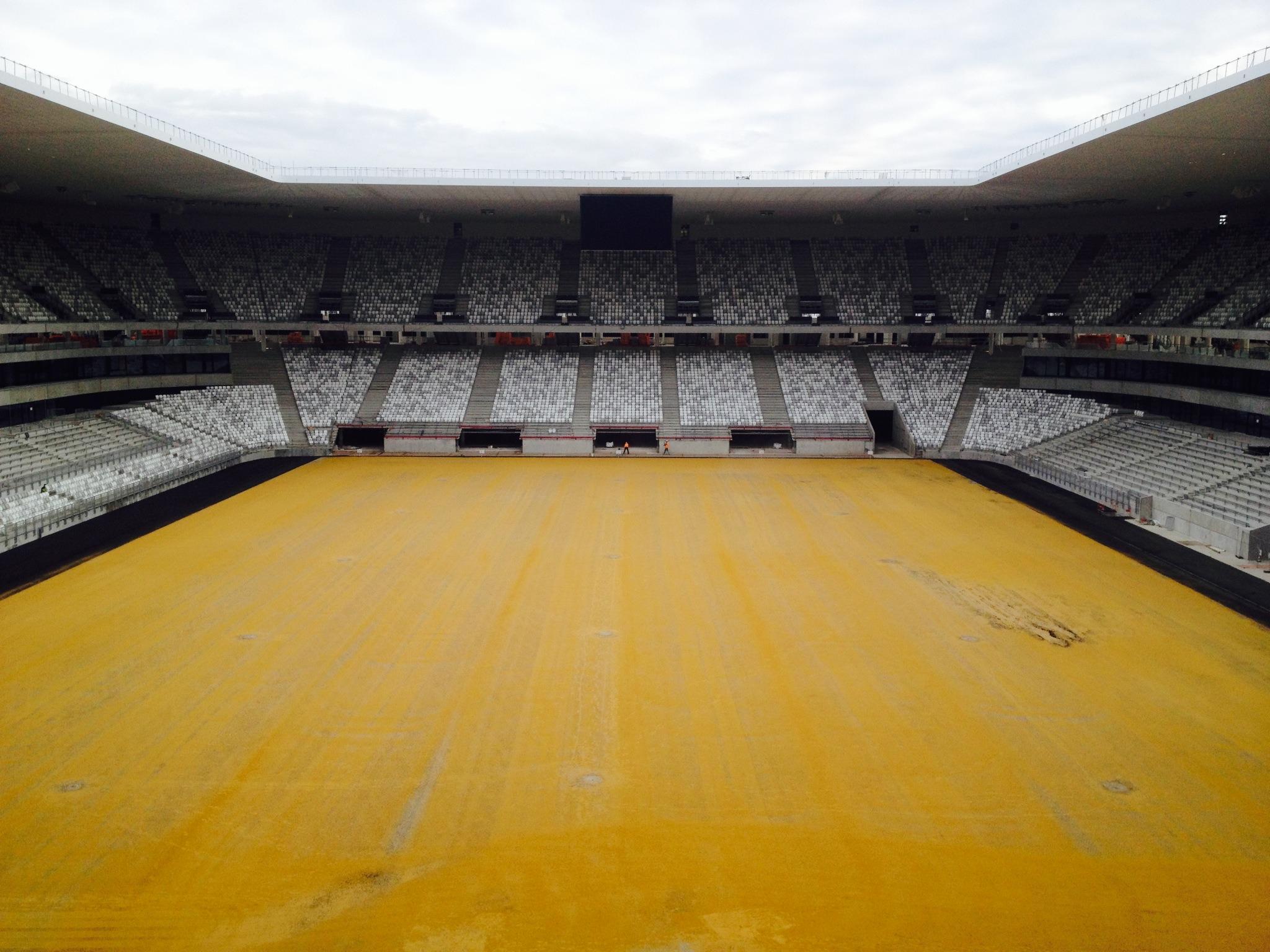 La future pelouse du Nouveau Stade bichonée