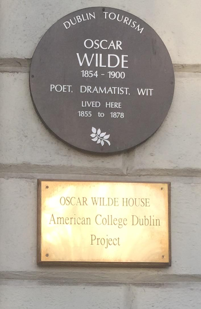 "The house where ""himself"" (as a passerby told he was called) grew up… 1 Merrion Square - http://t.co/j7nYBwCniR"