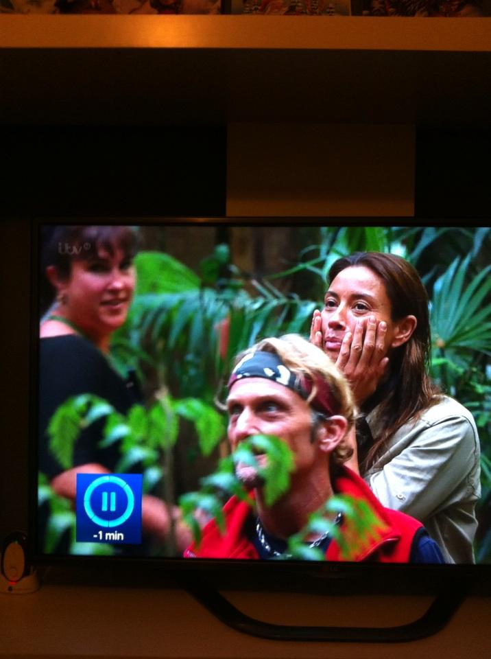3 weeks I've been watching this and I've not seen her on the left before. Where's she been??? #imaceleb http://t.co/ATXCl53kLm
