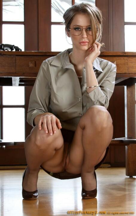 Фото голых женщин в юбках