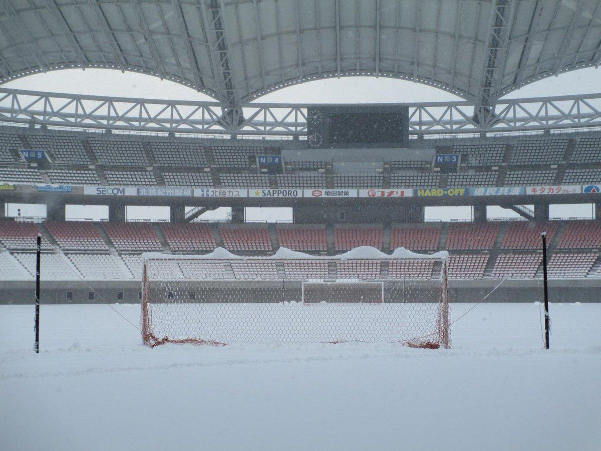 前日から準備ため設置していたゴール。実測で約40センチの積雪です。 #albirex #Jリーグ pic.twitter.com/ivdkyKhjLE