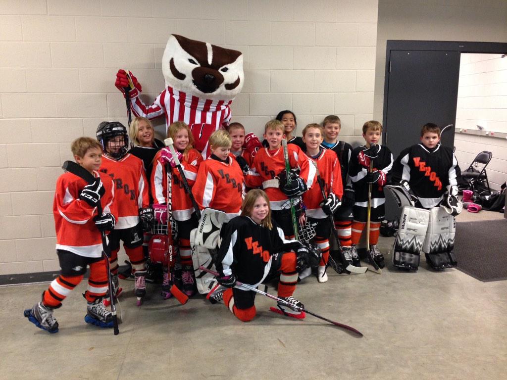 Wisconsin Hockey On Twitter Bucky Posing With The Verona Wildcats