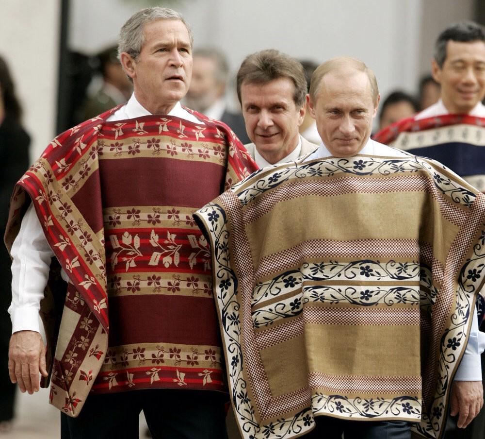 Et puis, quitte à se marrer, autant prendre un peu de recul, hein... #diplomatie #coutumesettraditions #openyoureyes http://t.co/l6XRJBIuKV