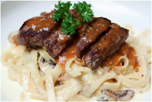 Udah pada coba Loin Pasta di @Sugarush_bdg belum? Coba deh, tenderloin steak + pasta favorit pilihan kalian! http://t.co/kbANcR4VCD