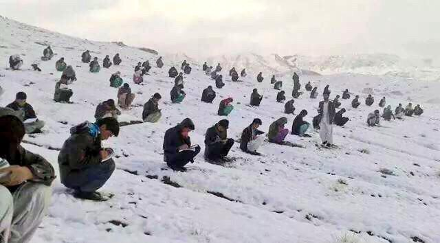 #AfghanistanYouNeverSee Determination is understatement here, a university entrance exam, central Afghanistan. http://t.co/FC5FkkAlDR