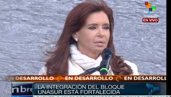 #CumbreUNASUR || @CFKArgentina: La #Unasur se construye con la integración || http://t.co/zyWabjadvH http://t.co/0HlIScNCdB