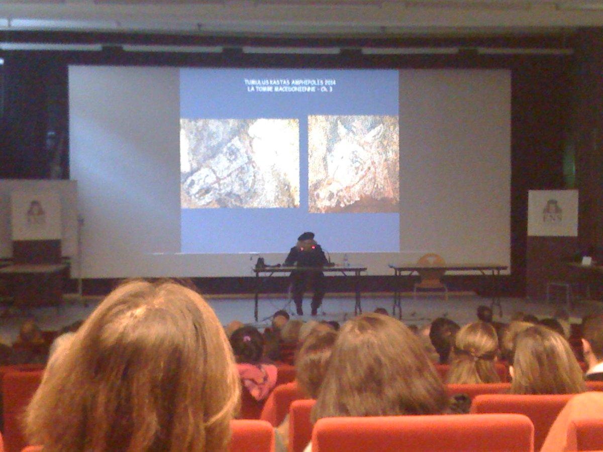 Alors K. Peristeri est bien là, avec son habituel béret, et un français parfait. #Amphipolis http://t.co/x2CiIgtmYw