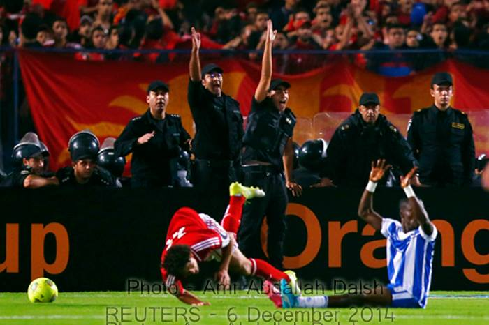 Members from police show their resentment towards the referee after a wrong call. Photo by @studdioamr #Ahly http://t.co/mraoBgTbPK