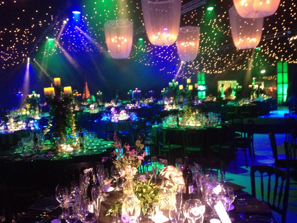 Here at the #EmeraldandIvy Ball  Just did soundcheck!!   Looks lovely 😍 http://t.co/9kLCma4s9P