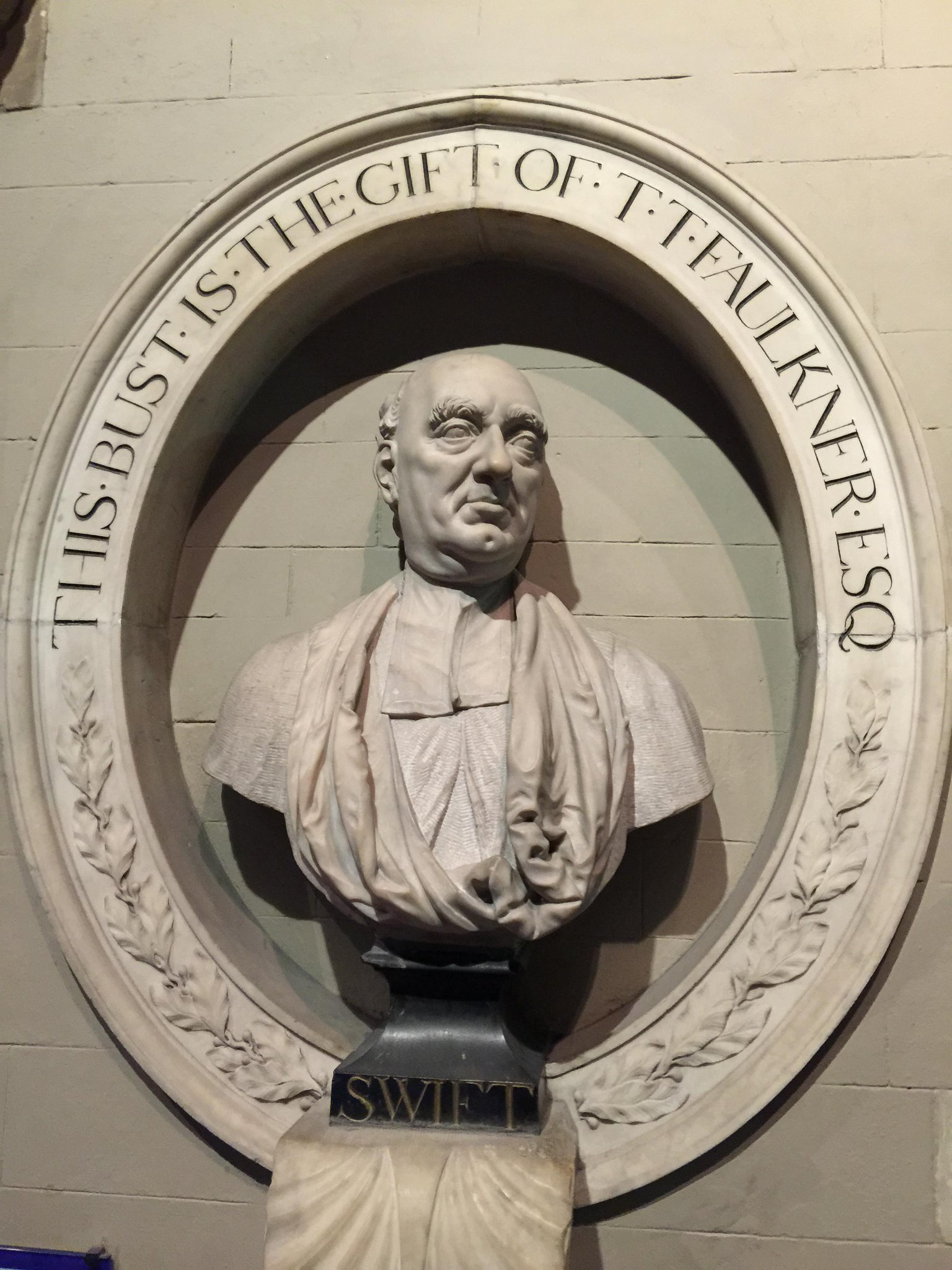 The marvellous Dr Swift memorialised in St. Patrick's Cathedral, Dublin… http://t.co/uL16H4Cdo3