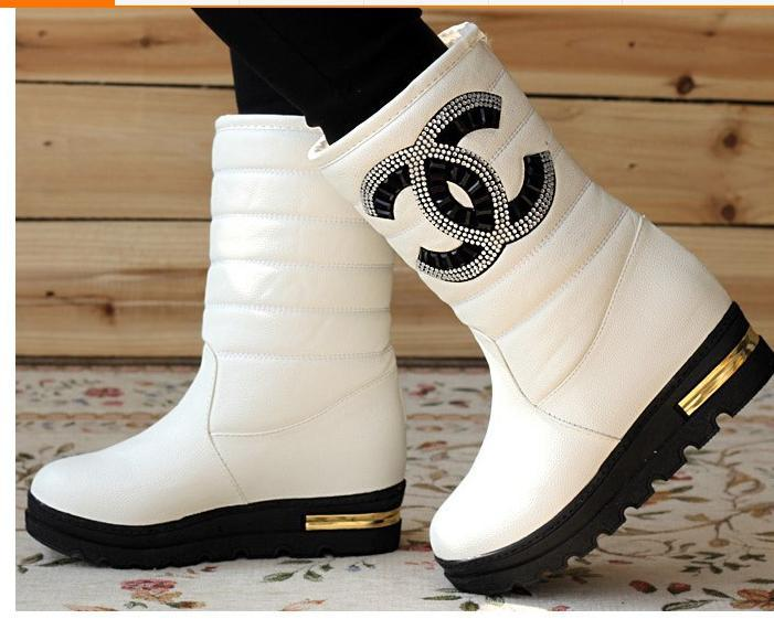 oo love love love ,snow boots £50 black or white , major seller 2-3 week delivery http://t.co/Yf8VpB0vx7