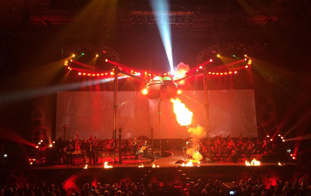 #waroftheworlds great show tonight at #leedsarena. Best ever hybrid prog rock concert, musical & sci-fi film. http://t.co/NIHxF1XOHk