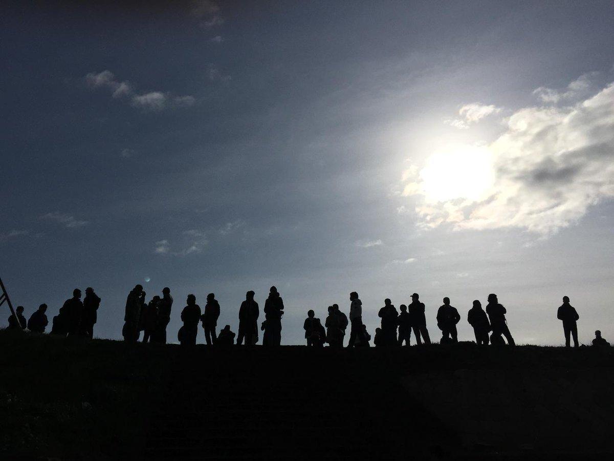 勧進橋児童公園に集まったカウンターたち、パッチギか! http://t.co/PTBjdaURaz