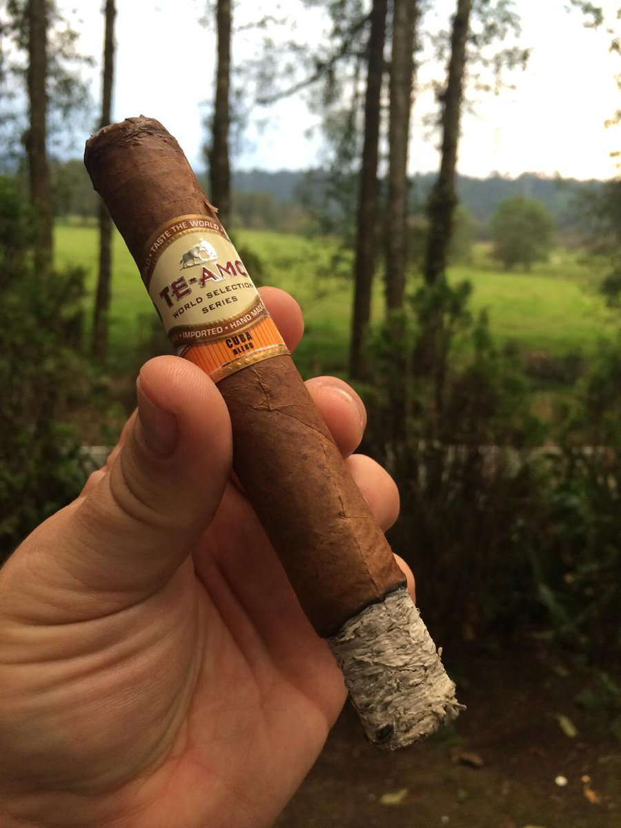 Enjoy this weekend with Te-Amo Cigar. #cigars #stogies #weekend #cigarlife #cigarworld. http://t.co/du0TzGmfRM