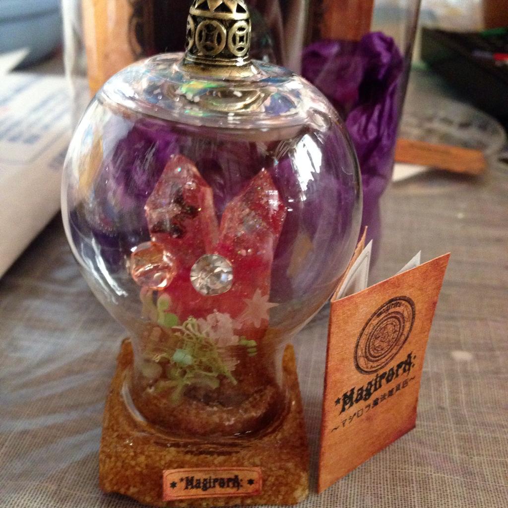 金曜子猫堂(@konekodou)さんで買ったマジロラ(@magirora)さんの鉱石をパシャリ‧˚*(¤̴̶̷́ॢω¤̴̶̷̀ॢ๑)₊. 滅多に行けないから、奮発しちゃった。憧れの鉱石だ〜。*゚✲*☆*\(^o^)/*。*゚✲*☆ http://t.co/0Wu0bTQlNy
