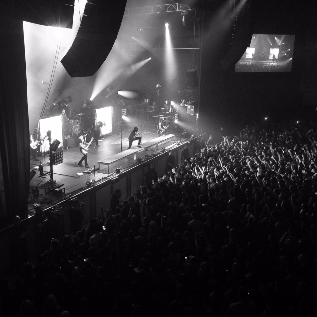 If you can't hang then, there's the door, baby... @SWStheband #Vegas #piercetheveil #SleepingWithSirens http://t.co/d7OOmexXid
