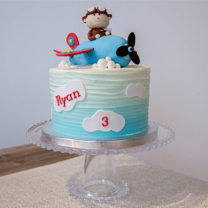 Berties Cupcakery On Twitter Edible Airplane And Pilot Birthday
