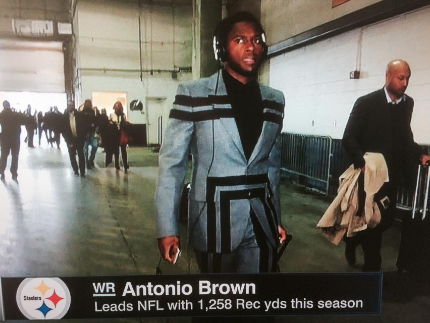 "Will Brinson on Twitter: ""Interesting suit choice for Antonio"
