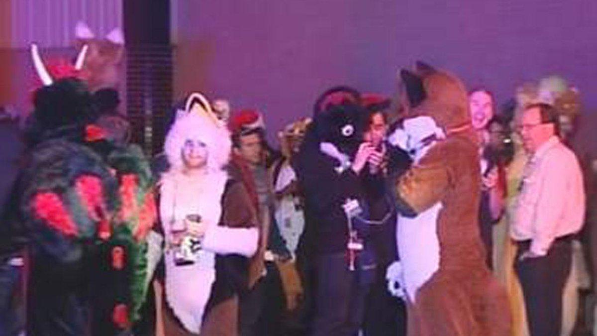 FurFest evacuated by chemical leak at Hyatt hotel in Rosemont: http://t.co/xwogYSTPBT http://t.co/Un28n7CPNX