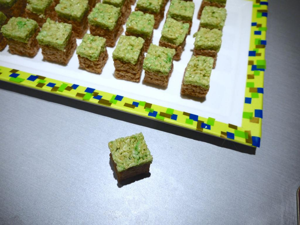 Family baking time? How about these Minecraft Rice Krispies Blocks as a #treatsfortoys? http://t.co/jRZfV7i9wp http://t.co/JEfzzG8qV5