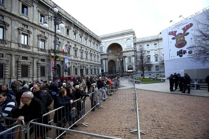 Il centro di Milano blindato in attesa della #PrimaScala #Fidelio http://t.co/hESgjBw2iy #Foto http://t.co/cqUlBuxtgu
