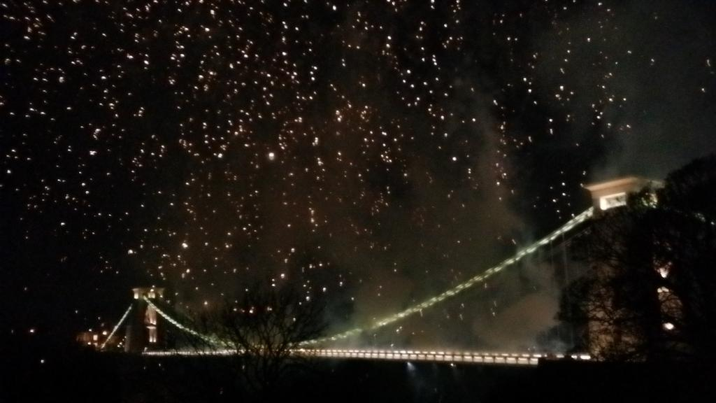 Happy birthday Clifton suspension bridge..fireworks so beautiful am in tears x http://t.co/cnCmaRWI18