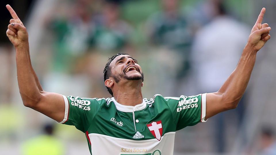 Ufa! #Palmeiras empata, mas é salvo pelo #Santos e não cai no ano do centenário http://t.co/pBs7ctzLSt http://t.co/YFYaFhqOHS