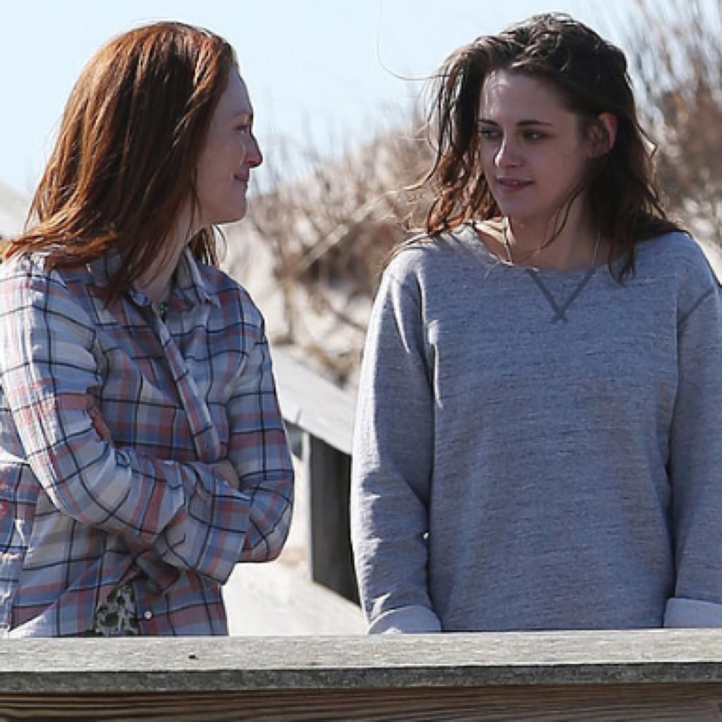 BTW why isn't #KristenStewart part of the Best Supporting Actress conversation? Fantastic & nom-worthy in #StillAlice http://t.co/cyAeGI8w9k